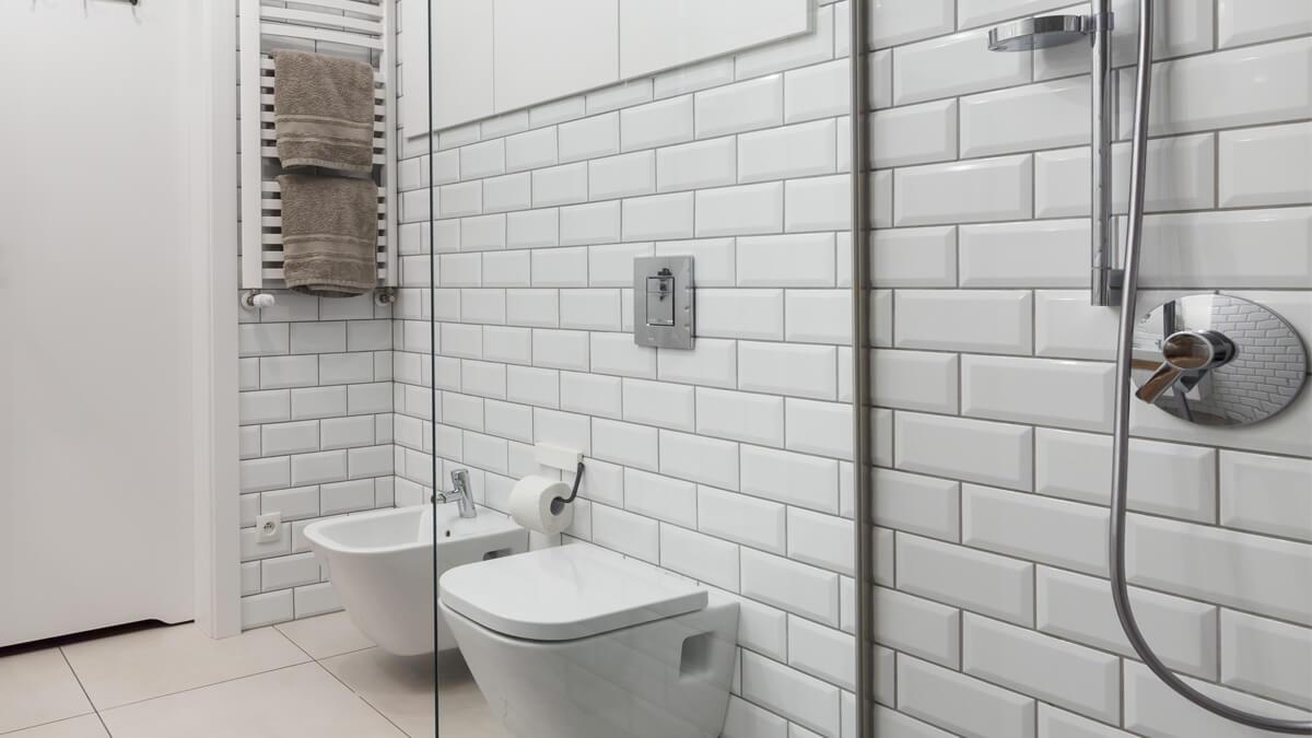 pared de baño con azulejos