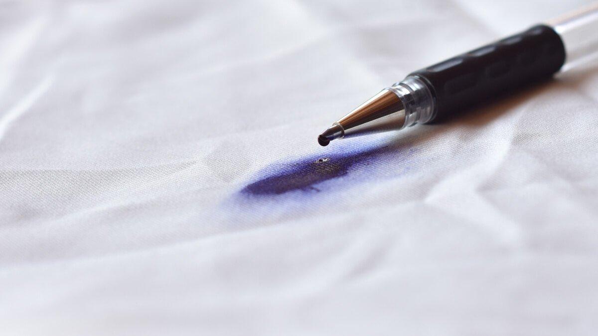 tela manchada con la tinta de un bogígrafo