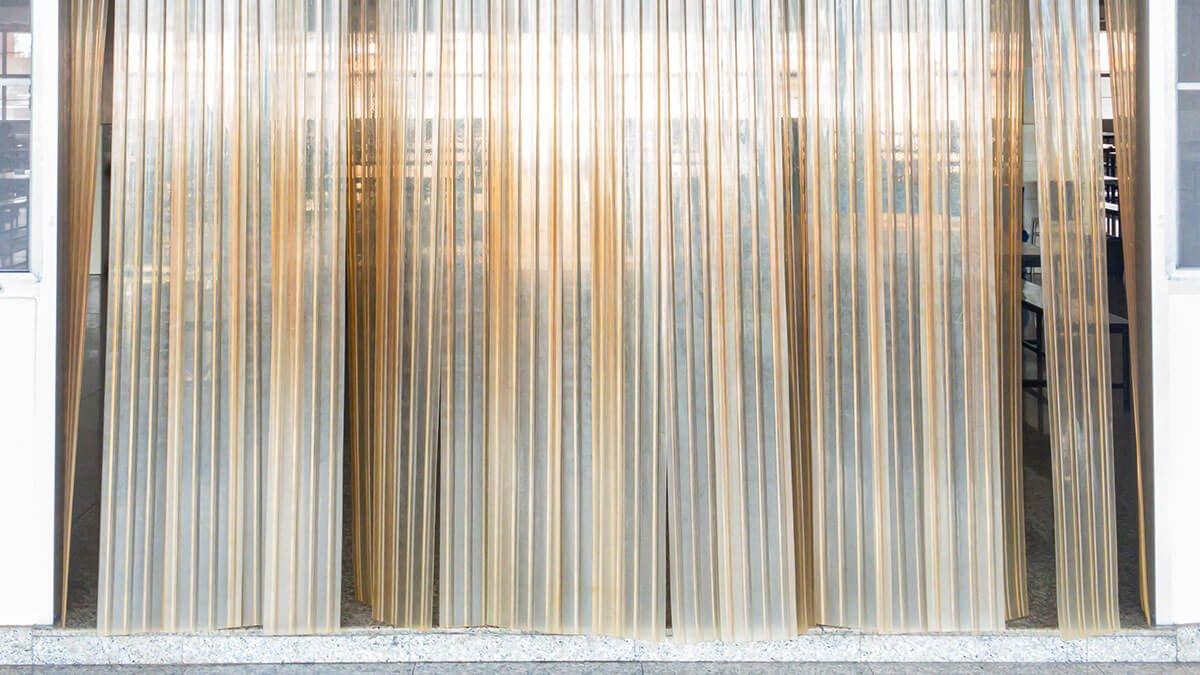 cortina de tiras de plástico