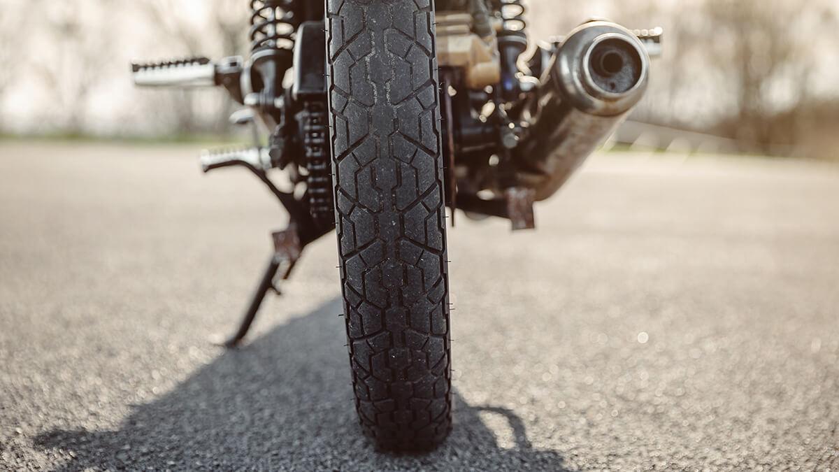 tubo de escape de una moto